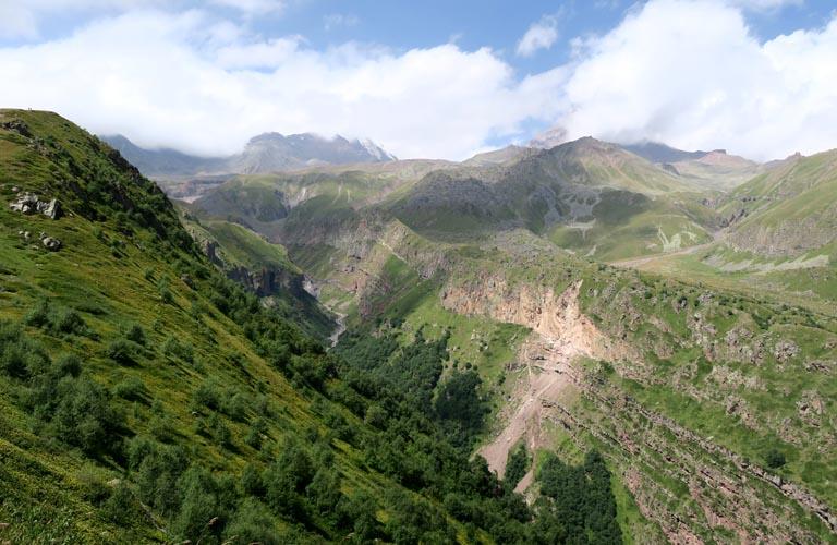 Stepantsminda Wandern Bergsteigen Kasbek Mount Kazbek Georgien Kaukasus Reisebericht